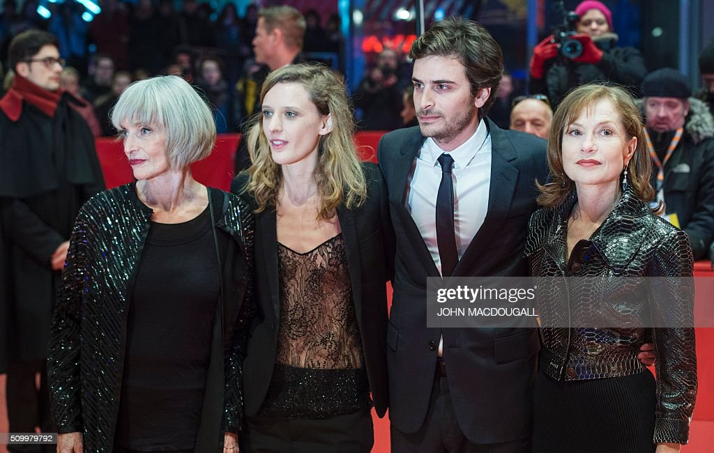 French actress Edith Scob, French director Mia Hansen-Love, French actor Roman Kolinka, and French actress Isabelle Huppert pose on the red carpet prior to the screening of the film 'L'Avenir' (Things to Come) in competition at the 66th Berlinale Film Festival in Berlin on February 13, 2016. / AFP / John MACDOUGALL
