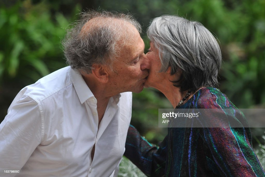 French actress Emmanuelle Riva (R) and French actor Jean-Louis Trintignant exchange a kiss during a photocall for 'Amour' on October 9, 2012 in Rome. 'Amour' a film by Austrian film director Michael Haneke with French actress Emmanuelle Riva and actor Jean-Louis Trintignant won the Palme d'Or at the 2012 Cannes film festival. AFP PHOTO / TIZIANA FABI