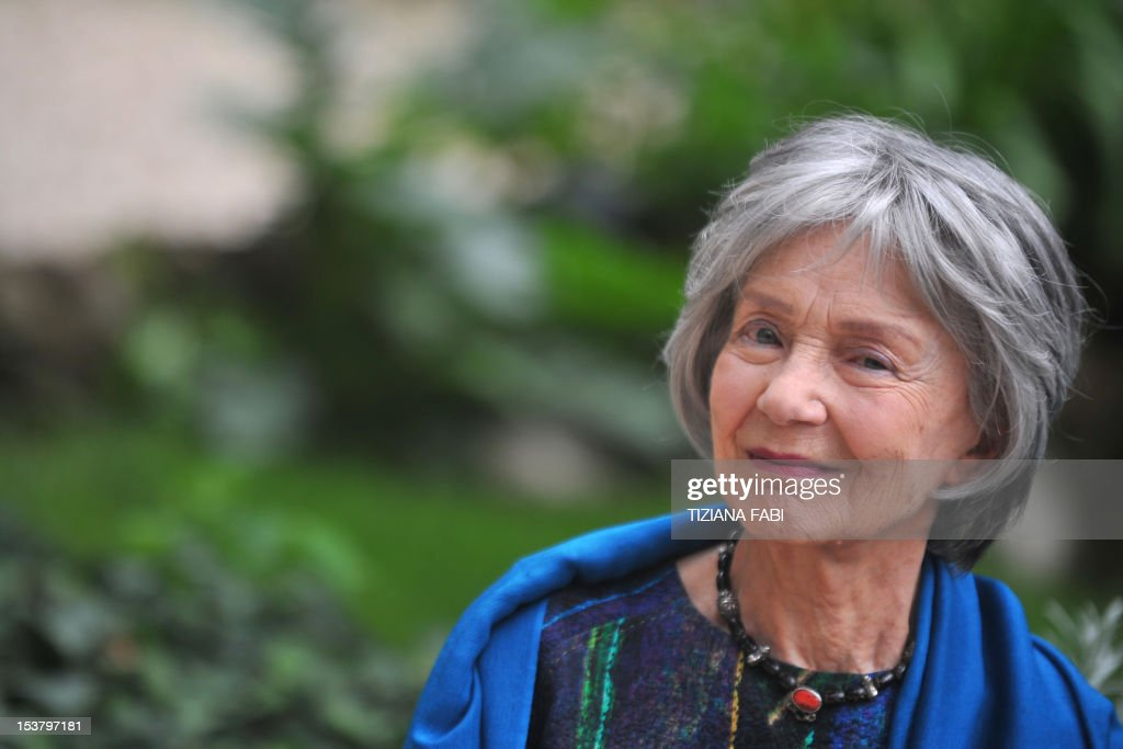 French actress Emmanuelle Riva poses during a photocall for 'Amour' on October 9, 2012 in Rome. 'Amour' a film by Austrian film director Michael Haneke with French actress Emmanuelle Riva and actor Jean-Louis Trintignant won the Palme d'Or at the 2012 Cannes film festival. AFP PHOTO / TIZIANA FABI