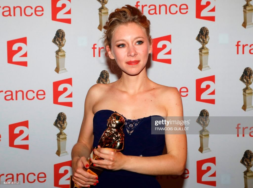 French actress Geraldine Martineau poses after receiving the Moliere Award for best female revelation for the play 'Le poisson belge' (The Belgian fish) by Leonore Confino during the 28th Ceremony of the French Theatre Molieres awards at the Folies Bergeres in Paris, on May 23, 2016. / AFP / FRANCOIS
