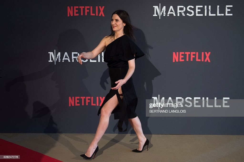 French actress Geraldine Pailhas gestures during a photocall for the premiere of the French TV show 'Marseille' broadcasted and co-produced by Netflix on May 4, 2016 in Marseille, southern France. / AFP / BERTRAND