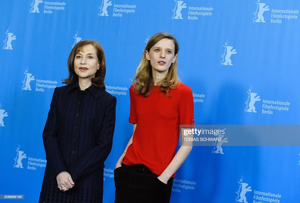 French actress Isabelle Huppert (L) and French director Mia Hansen-Love pose during a photo call for the film 'L'Avenir' (Things to Come) in competition at the 66th Berlinale Film Festival in Berlin on February 13, 2016. / AFP / TOBIAS SCHWARZ