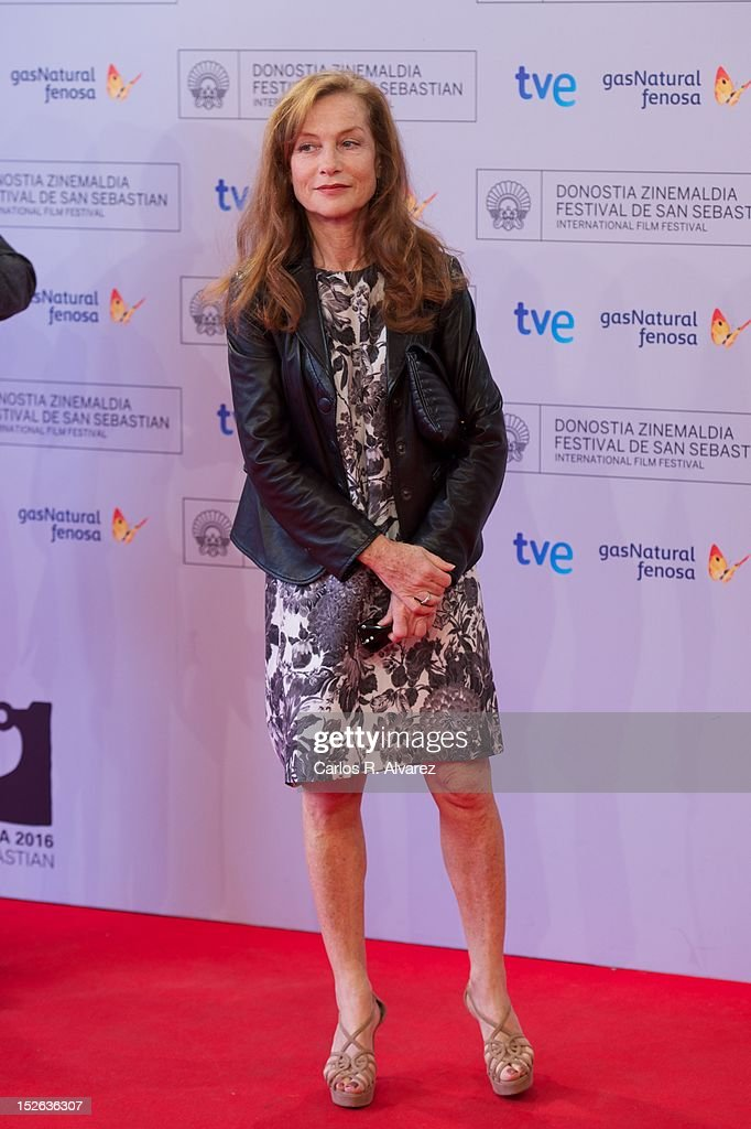 French actress <a gi-track='captionPersonalityLinkClicked' href=/galleries/search?phrase=Isabelle+Huppert&family=editorial&specificpeople=662796 ng-click='$event.stopPropagation()'>Isabelle Huppert</a> attends the 'As Linhas De Torres photocall photocall at the Kursaal Palace during the 60th San Sebastian International Film Festival on September 23, 2012 in San Sebastian, Spain.