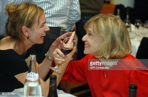 French actress Jeanne Moreau who celebrates today her 80th birthday share a glass of wine with French actress sandrine Bonnaire 23 January 2008 in...