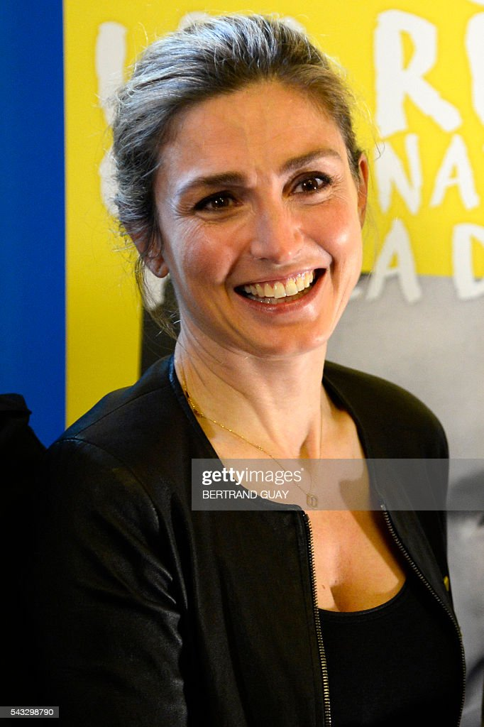 French actress Julie Gayet poses after the signature of the first partnership convention between the Ministry of National Education, Higher Education and Research and the Info Endometriosis association in Paris, on June 27, 2016. The gynaecological disease endometriosis, a condition in which cells that usually line the uterus grow in other areas, often on the ovaries and can lead to difficulties in getting pregnant and even infertility. / AFP / BERTRAND