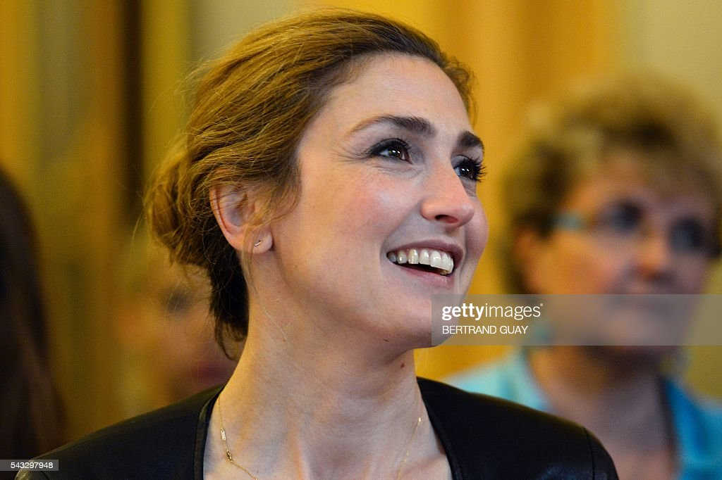 French actress Julie Gayet (R) reacts after the signature of the first partnership convention between the Ministry of National Education, Higher Education and Research and the Info Endometriosis association in Paris, on June 27, 2016. The gynaecological disease endometriosis, a condition in which cells that usually line the uterus grow in other areas, often on the ovaries and can lead to difficulties in getting pregnant and even infertility. / AFP / BERTRAND