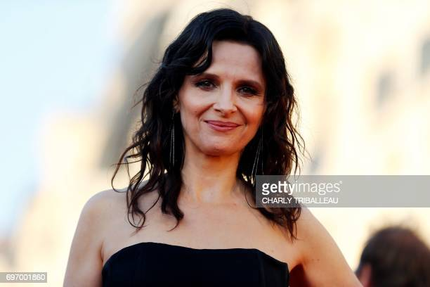 French actress Juliette Binoche poses on the red carpet on June 17 2017 during the Cabourg Romantic Film Festival in Cabourg northwestern France /...