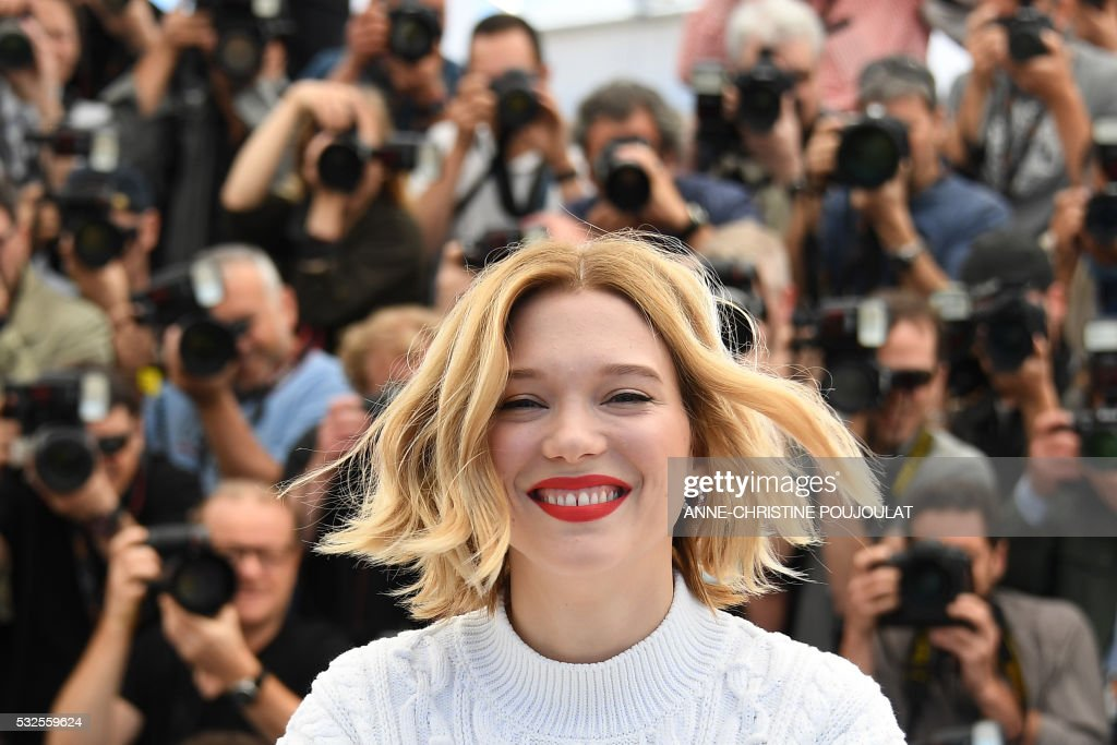 TOPSHOT - French actress Lea Seydoux smiles on May 19, 2016 during a photocall for the film 'It's Only The End Of The World (Juste La Fin Du Monde)' at the 69th Cannes Film Festival in Cannes, southern France. / AFP / ANNE