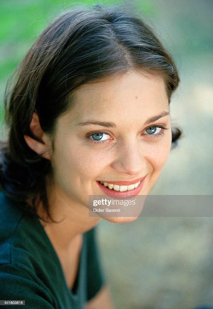 French actress Marion Cotillard during the filming of the madefortelevision movie Une Femme Piegee directed by Laurent Carceles
