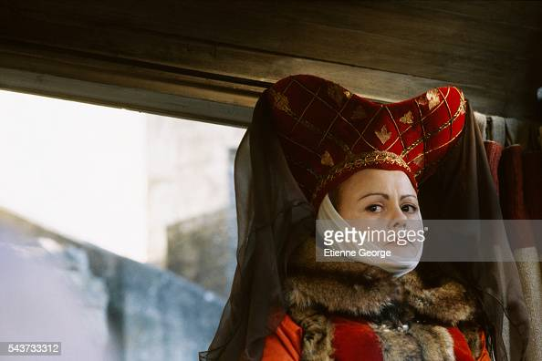 French actress Muriel Robin on the set of the film Les Couloirs du temps Les visiteurs 2 directed by French director JeanMarie Poire