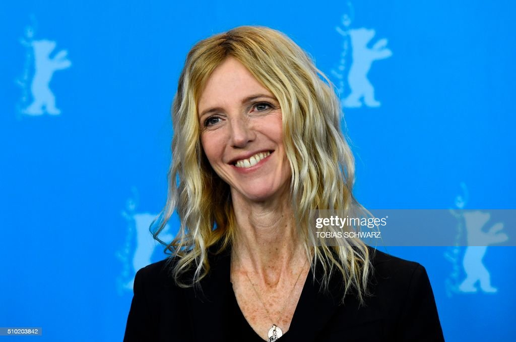 French actress Sandrine Kiberlain poses during a photo call for the film 'Quand on a 17 Ans' (Being 17) by Andre Techine in competition at the 66th Berlinale Film Festival in Berlin on February 14, 2016. / AFP / TOBIAS SCHWARZ