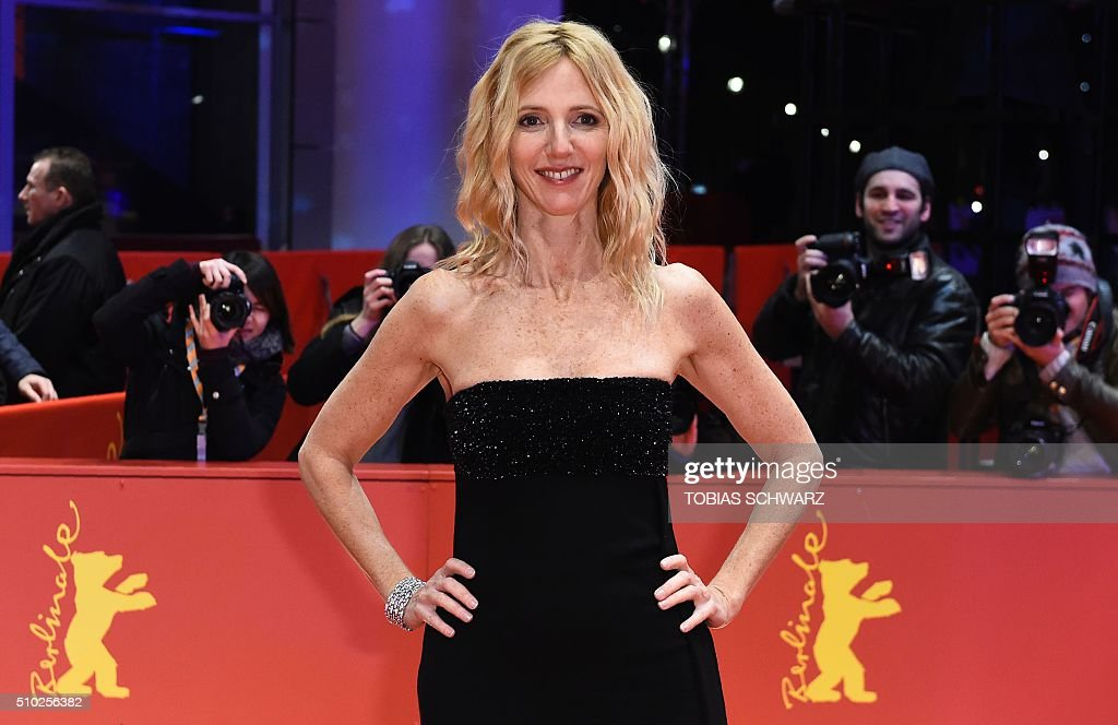 French actress Sandrine Kiberlain poses for photographers on the red carpet for the film 'Quand on a 17 Ans' (Being 17) by Andre Techine in competition at the 66th Berlinale Film Festival in Berlin on February 14, 2016. / AFP / TOBIAS SCHWARZ