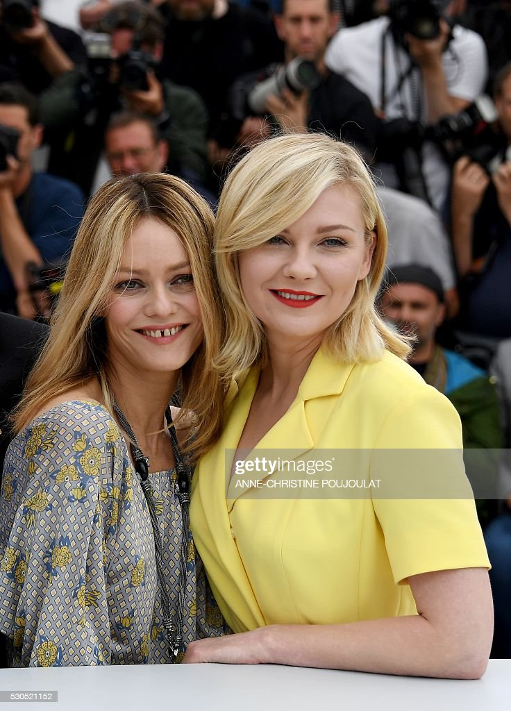 French actress / singer and member of the Jury Vanessa Paradis (L) and US actress and member of the Jury Kirsten Dunst pose on May 11, 2016 during a photocall ahead of the opening of the 69th Cannes Film Festival, southern France. / AFP / ANNE