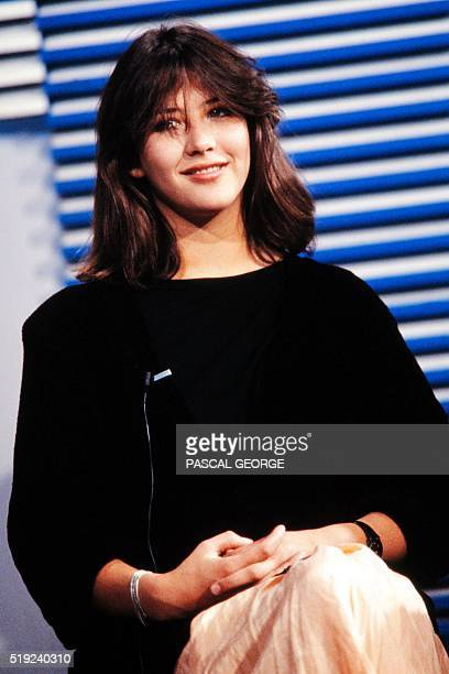 French actress Sophie Marceau attends on September 3 1985 the French TV channel TF1 news programm in Paris / AFP / PASCAL GEORGE