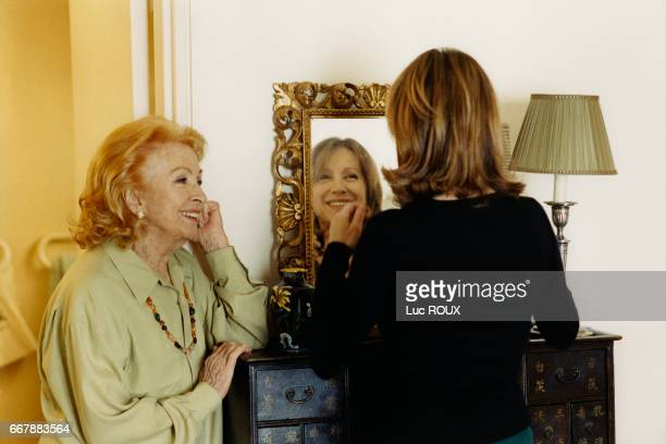 French actresses Danielle Darrieux and Nathalie Baye on the set of the film Une vie a t'attendre written and directed by Thierry Klifa