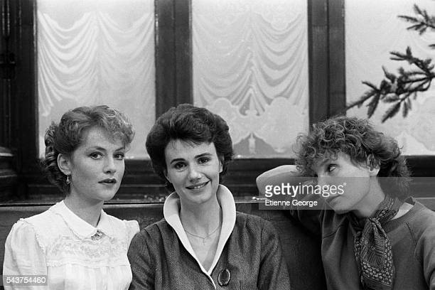 French actresses Isabelle Huppert and MiouMiou with French director Diane Kurys on the set of Kurys' film Coup de Foudre based on Olivier Cohen's...