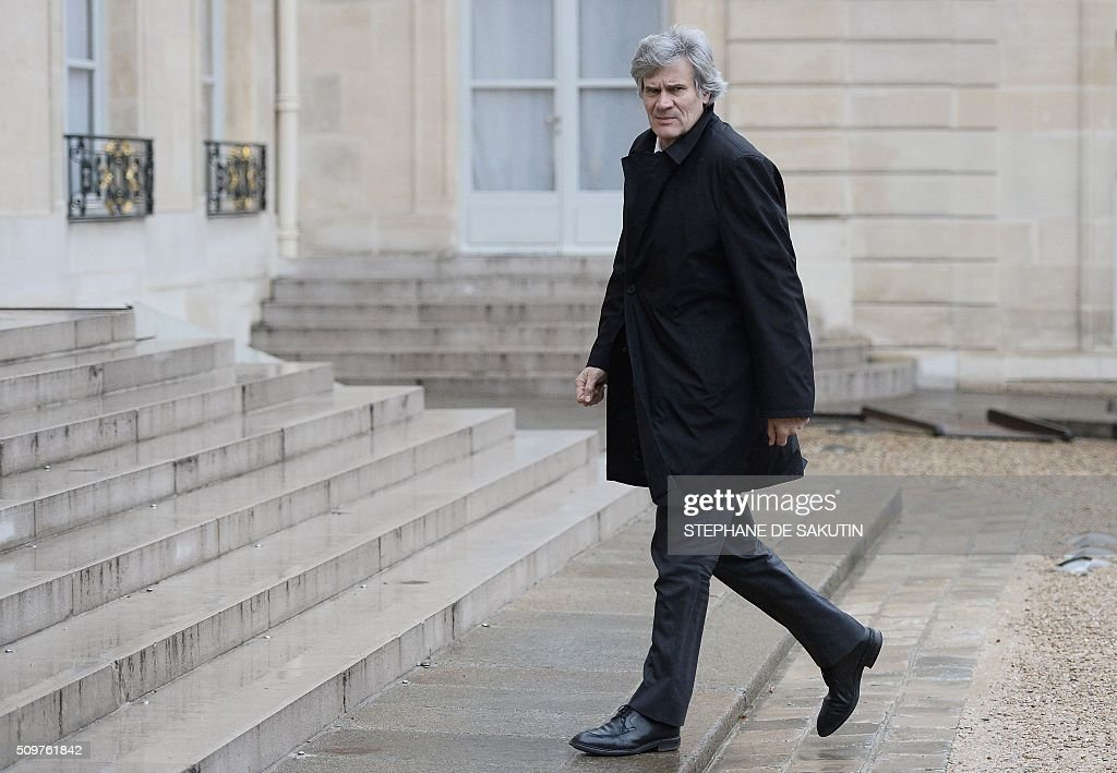 French Agriculture Minister Stephane Le Foll arrives to meet Laurent Pinatel, spokesman of La Confederation paysanne, a farmer union and France's President on February 12, 2016 at the Elysee Presidential Palace in Paris. / AFP / STEPHANE DE SAKUTIN