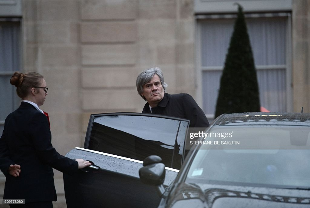 French Agriculture Minister Stephane Le Foll leaves after a meeting with the president of the Rural Coordination and France's President at the Elysee Presidential Palace in Paris on February 12, 2016 / AFP / STEPHANE DE SAKUTIN