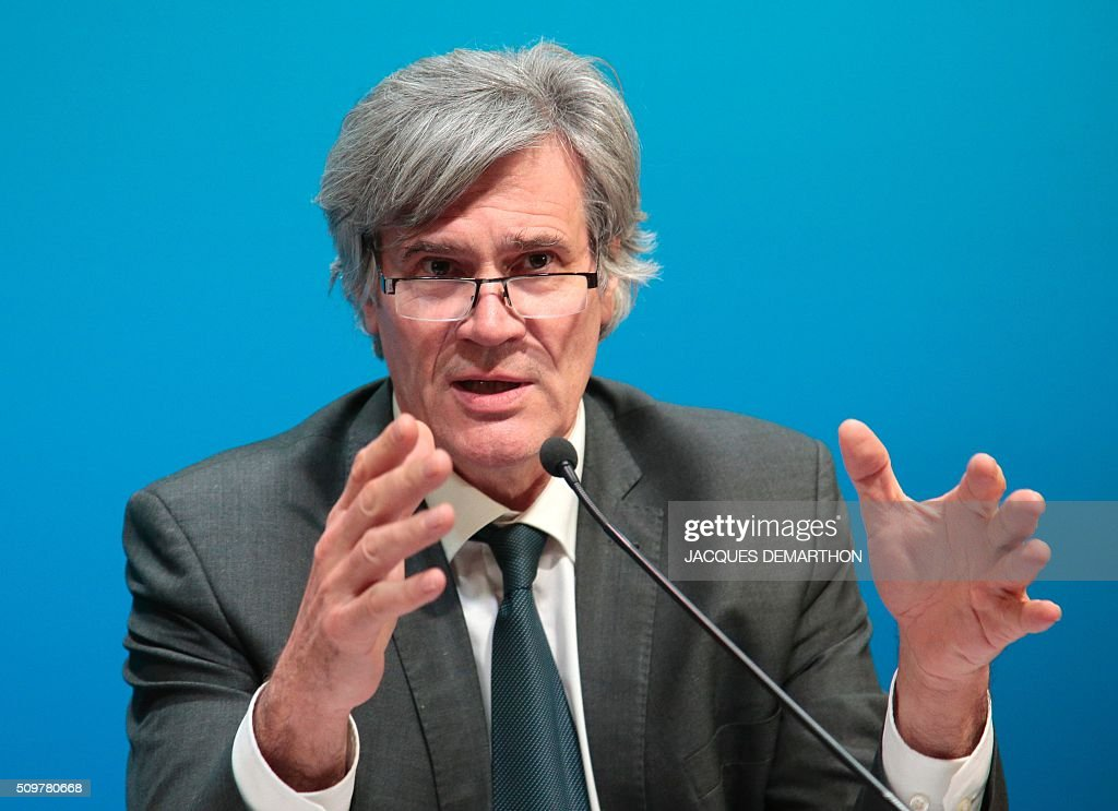 French Agriculture Minister Stephane Le Foll speaks during a press conference with France's Agriculture Minister French Minister of Economy, Finance and Industry after a meeting about trade relationships in agricultural and food-processing sectors, at the Agriculture Ministry in Paris on February 12, 2016. / AFP / JACQUES DEMARTHON