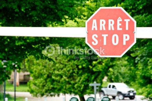 Francese e inglese bilingue segnale di stop foto stock for Staccionata in inglese