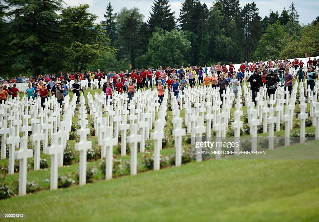 French and German youths take part in a show at the French National cemetery outside the Douaumont Ossuary (Ossuaire de Douaumont), northeastern France, on May 29, 2016, during a remembrance ceremony to mark the centenary of the battle of Verdun. The battle of Verdun, in 1916, was one of the bloodiest episodes of World War I. The offensive which lasted 300 days claimed more than 300,000 lives. / AFP / POOL / JEAN