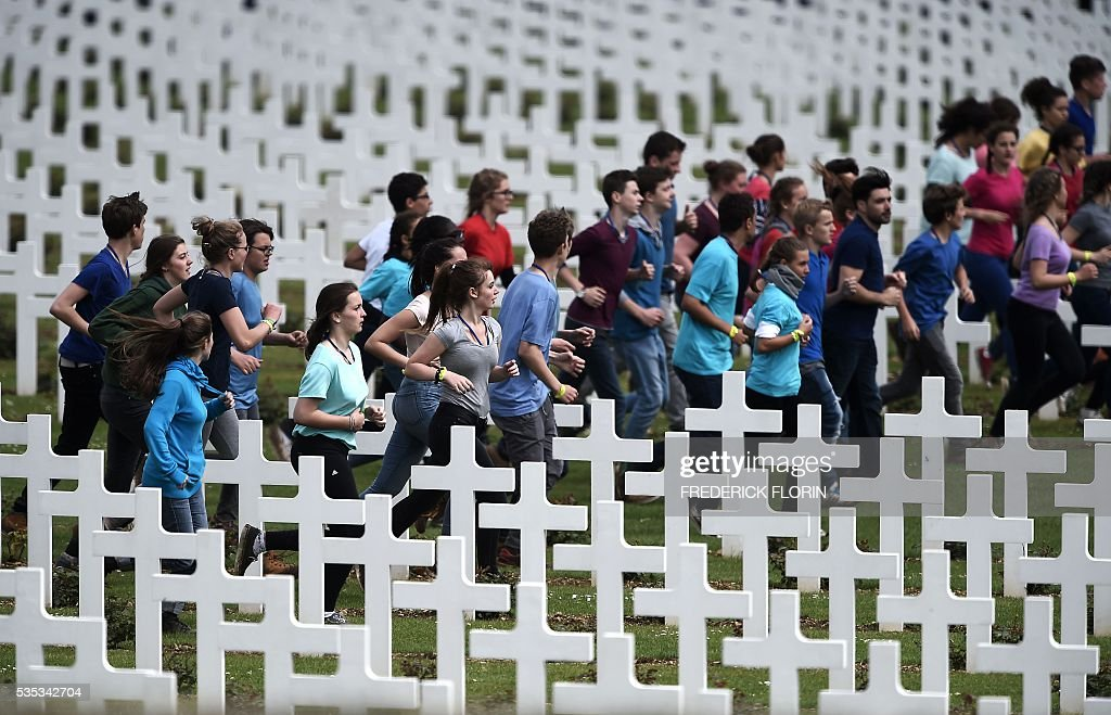 French and German youths take part in a show at the French National cemetery outside the Douaumont Ossuary (Ossuaire de Douaumont), northeastern France, on May 29, 2016, during a remembrance ceremony to mark the centenary of the battle of Verdun. The battle of Verdun, in 1916, was one of the bloodiest episodes of World War I. The offensive which lasted 300 days claimed more than 300,000 lives. / AFP / FREDERICK
