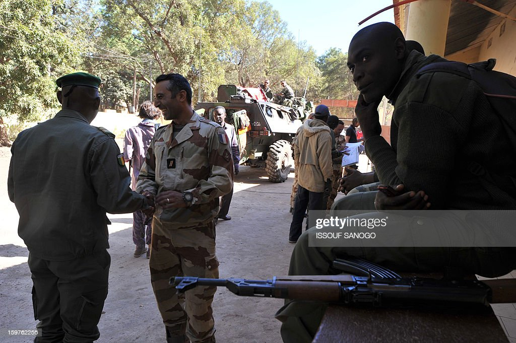 French and Malian soldiers interact on January 20, 2013 in the city of Niono, about 350 kms (220 miles) northeast of the capital Bamako and 60 kms south of Diabaly, which was seized on January 14 by Islamists and then heavily bombed by French warplanes. A spokesman for the French military operation codenamed Serval said on January 20 that French forces were advancing towards Mali's Islamist-held north after taking up positions in the towns of Niono and Sevare. SANOGO