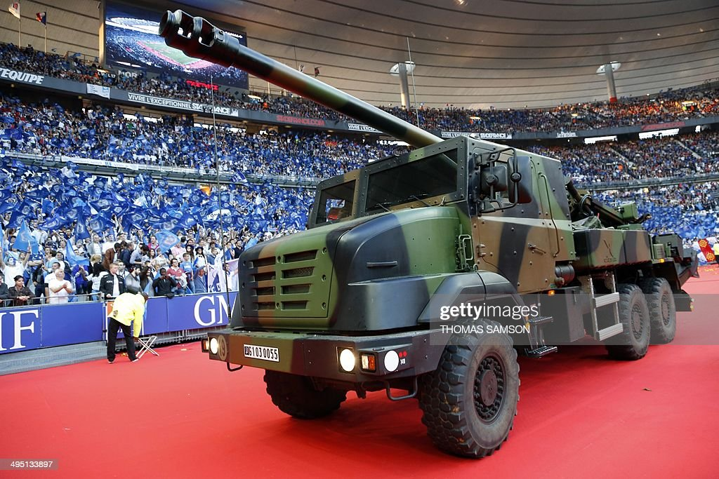 A French army CAESAR howitzer parades on the pitch before the French Top 14 rugby union final between Castres Olympique and RC Toulon at the Stade de...