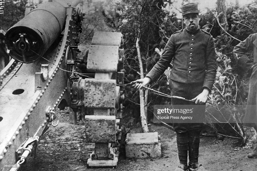 A French artilleryman ready to fire a Howitzer
