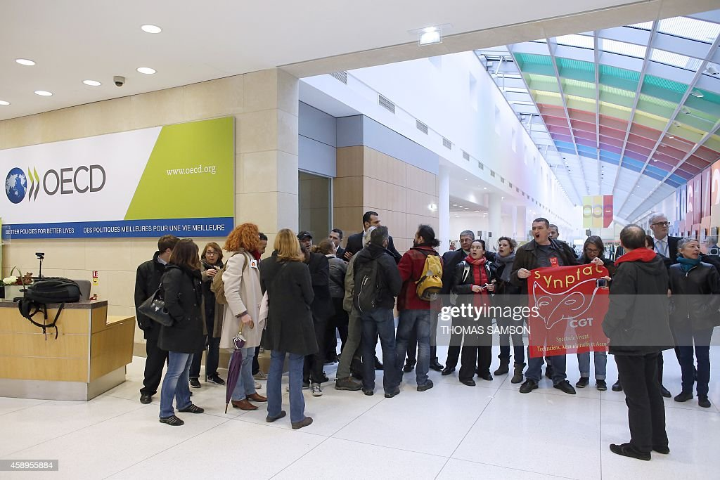 French artists and entertainment workers occupy the OECD headquarters entrance in Paris on November 14 2014 AFP PHOTO/THOMAS SAMSON