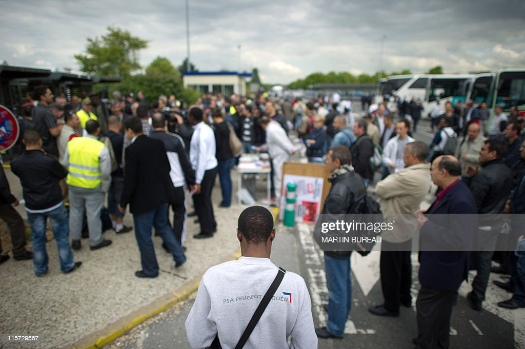 Peugeot Aulnay Sous Bois - French automaker Peugeot Citroen workers gather at at PSA Pictures Getty Im