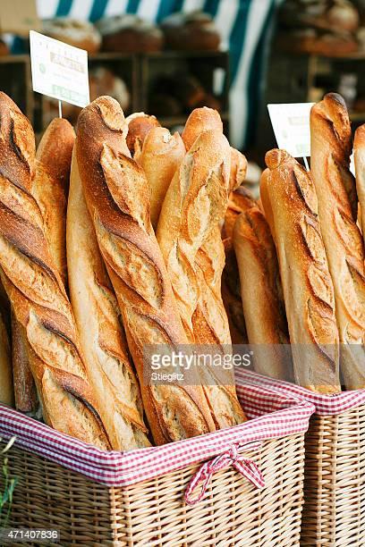 Des baguettes françaises à l'épicerie the market
