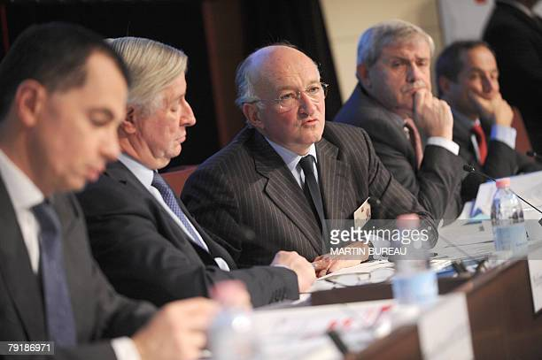 French banking group Societe Generale CEO Daniel Bouton gives a press conference with his chairman Philippe Citerne 24 January 2008 in La Defense...