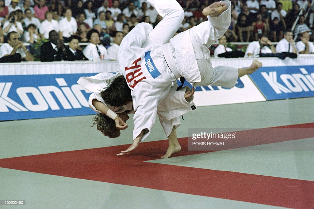 French Catherine Arnaud and British Nicola Fairbrother fight during the World championships final in judo, on July 28, 1991, in Barcelona.