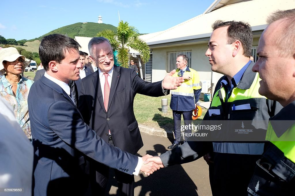 French CEO of Errante Patrick Buffet (C), introduces French General director of SLN Jerome Fabre (R) to French Prime Minister Manuel Valls (L) during his visit to the metallurgic factory SLN in Noumea on April 29, 2016. Valls said France would be willing to loan 200 millions euros to save the SLN factory, the main producer of nickel in New Caledonia. / AFP / THEO
