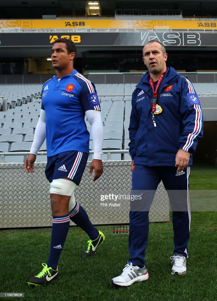 French coach Philippe Saint-Andre (R) and captain <a gi-track='captionPersonalityLinkClicked' href=/galleries/search?phrase=Thierry+Dusautoir&family=editorial&specificpeople=544025 ng-click='$event.stopPropagation()'>Thierry Dusautoir</a> (L) during the France captain's run at Eden Park on June 7, 2013 in Auckland, New Zealand.