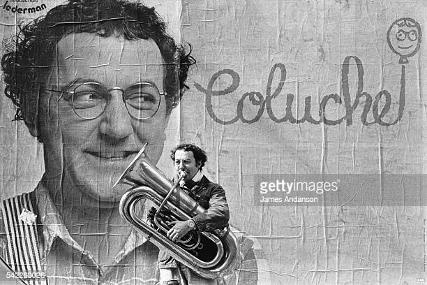 French comedian and actor Coluche real name Michel Colucci with his tuba during the preparation of his oneman show 'Mes adieux au musichall' The show...