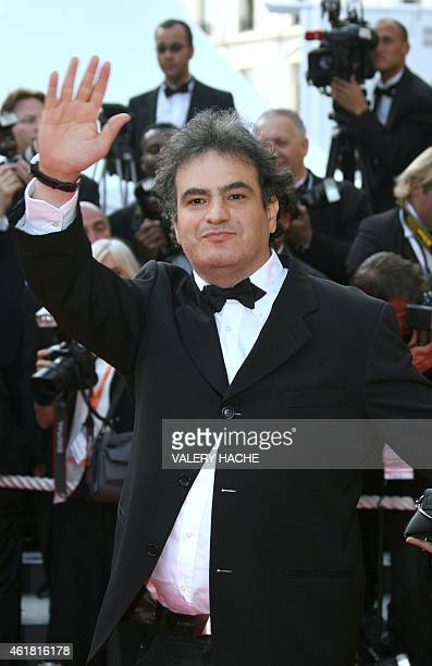 French comedian Raphaël Mezrahi waves to the crowd 19 May 2007 upon arriving at the Festival Palace in Cannes southern France for the screening of US...