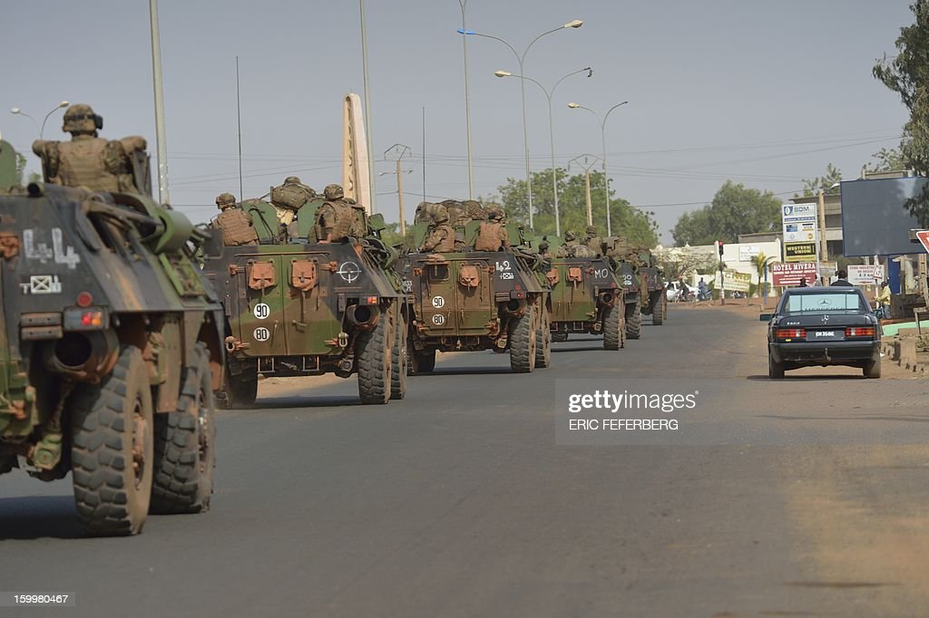 A French convoy of armoured vehicles coming from Bamako and going to Daibali (400km north of Bamako) crosses Segou on January 24, 2013 .