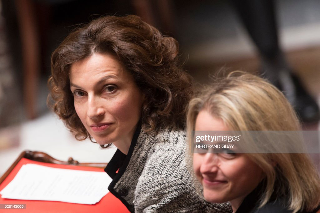 French Culture minister Audrey Azoulay (L) and French Junior Minister for Climate and Biodiversity Barbara Pompili look on during a session of questions to the Government on May 4, 2016 at the French National Assembly in Paris. / AFP / BERTRAND