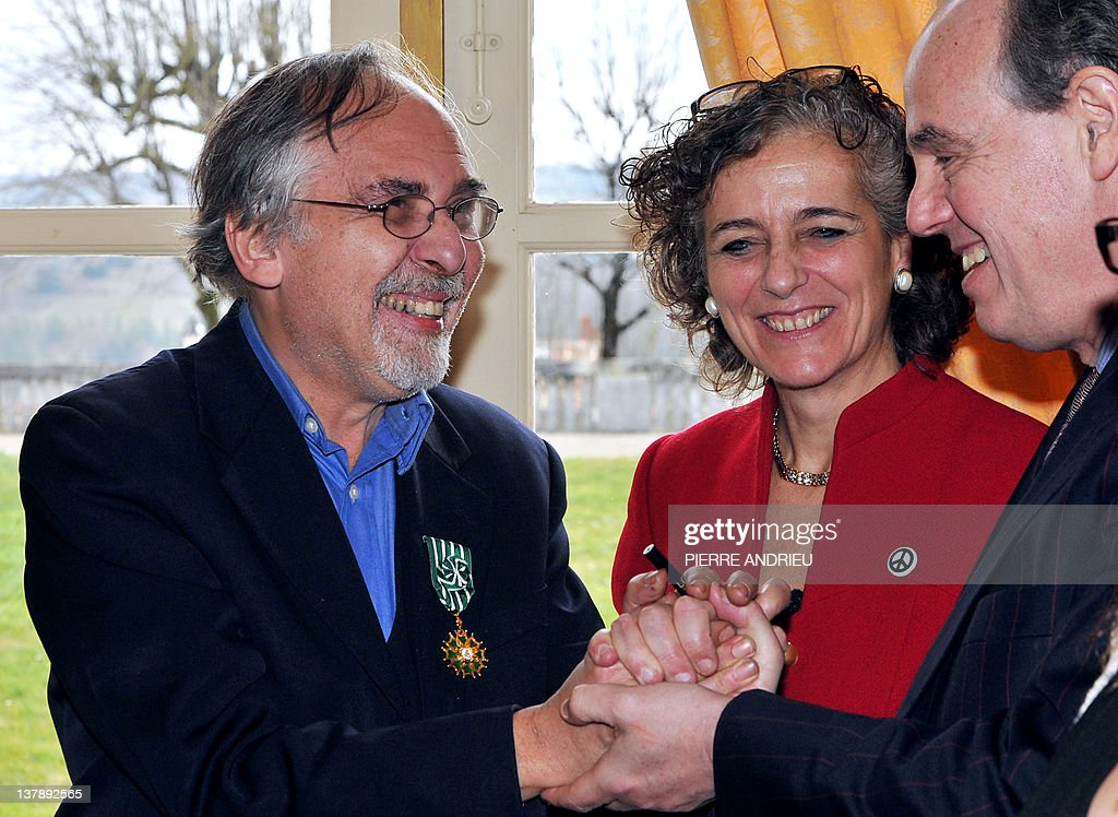 French Culture Minister Frederic Mitterrand (R) awards with Officier de l'ordre des Arts et des Lettres (French cultural award) US cartoons' scenarist Art Spiegelman (L), flanked by his wife Françoise Mouly (R) as he visits the 39th edition of Angouleme world comic strip festival, on January 29, 2012 in Angouleme, southwestern France.