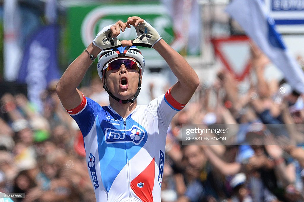 French cyclist Arthur Vichot (FDJ Team) celebrates as he wins the 2016 French cycling championships on June 26, 2015 in Vesoul, eastern France. / AFP / Sebastien Bozon