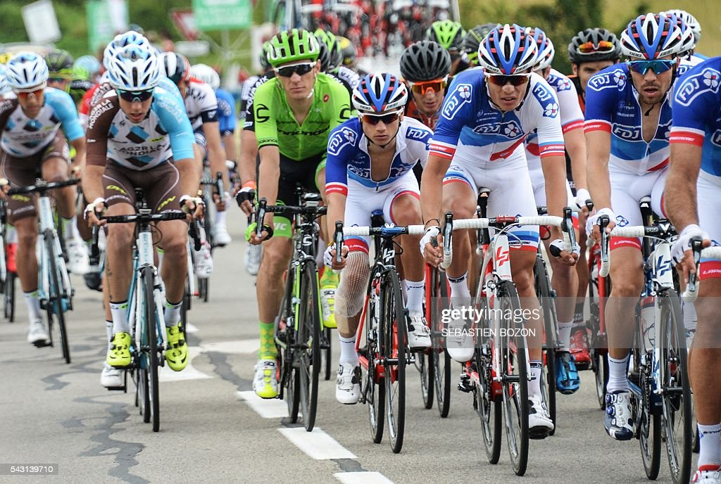 French cyclist Arthur Vichot (2nd R) (FDJ Team) competes next to his teammate Thibaut Pinot (R) during the 2016 French cycling championships on June 26, 2015 in Vesoul, eastern France. / AFP / SEBASTIEN