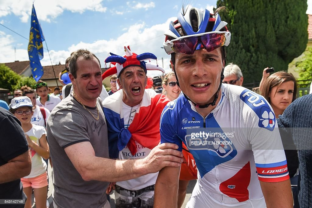 French cyclist Arthur Vichot (FDJ Team) is congratulated by supporters after winning the 2016 French cycling championships on June 26, 2015 in Vesoul, eastern France. / AFP / SEBASTIEN