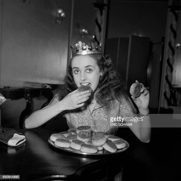 French dancer Liane Daydé eats a piece of king cake to celebrate Epiphany in January 1951 in Paris / AFP / Eric Schwab