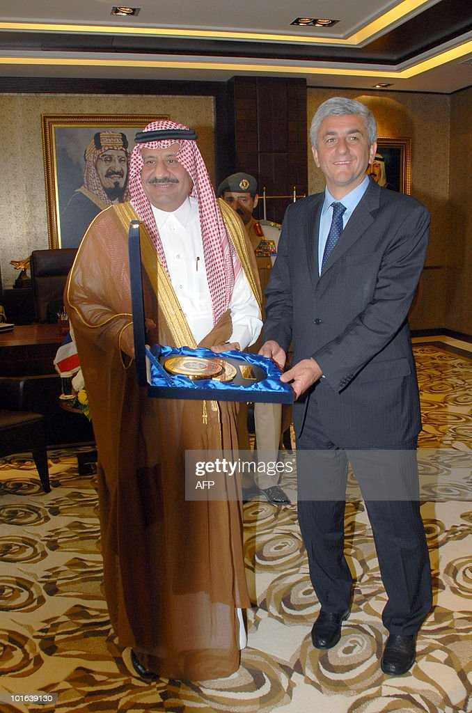 French Defence Minister Herve Morin (L) poses for a picture with Saudi Deputy Defence Minister Prince Khaled bin Sultan during their meeting in the Red Sea city of Jeddah on June 5, 2010, at the start of Morin's two-day official visit to Saudi Arabia, an important customer for the French defence industry.