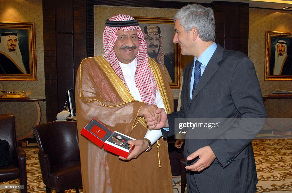 French Defence Minister Herve Morin (R) shakes hands with Saudi Deputy Defence Minister Prince Khaled bin Sultan during their meeting in the Red Sea city of Jeddahon June 5, 2010, at the start of Morin's two-day official visit to Saudi Arabia, an important customer for the French defence industry.