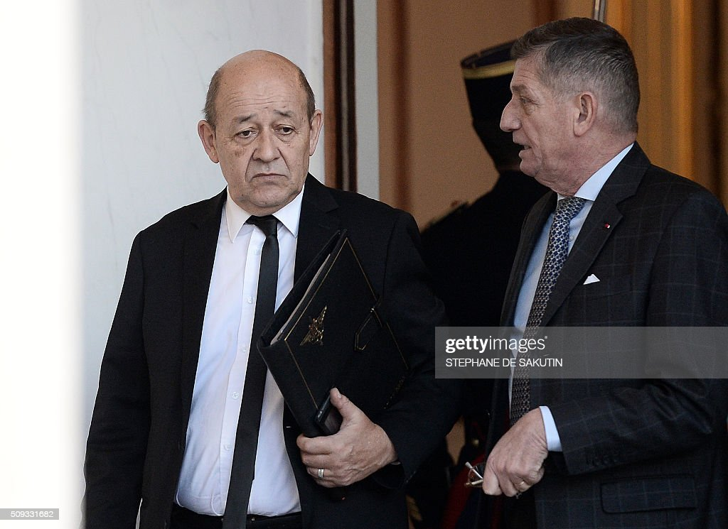 French Defence Minister Jean-Yves Le Drian (L) and the French President's Chief of Staff, Benoit Puga leave the Elysee palace following the weekly cabinet meeting on February 10, 2016. AFP PHOTO / STEPHANE DE SAKUTIN / AFP / STEPHANE DE SAKUTIN