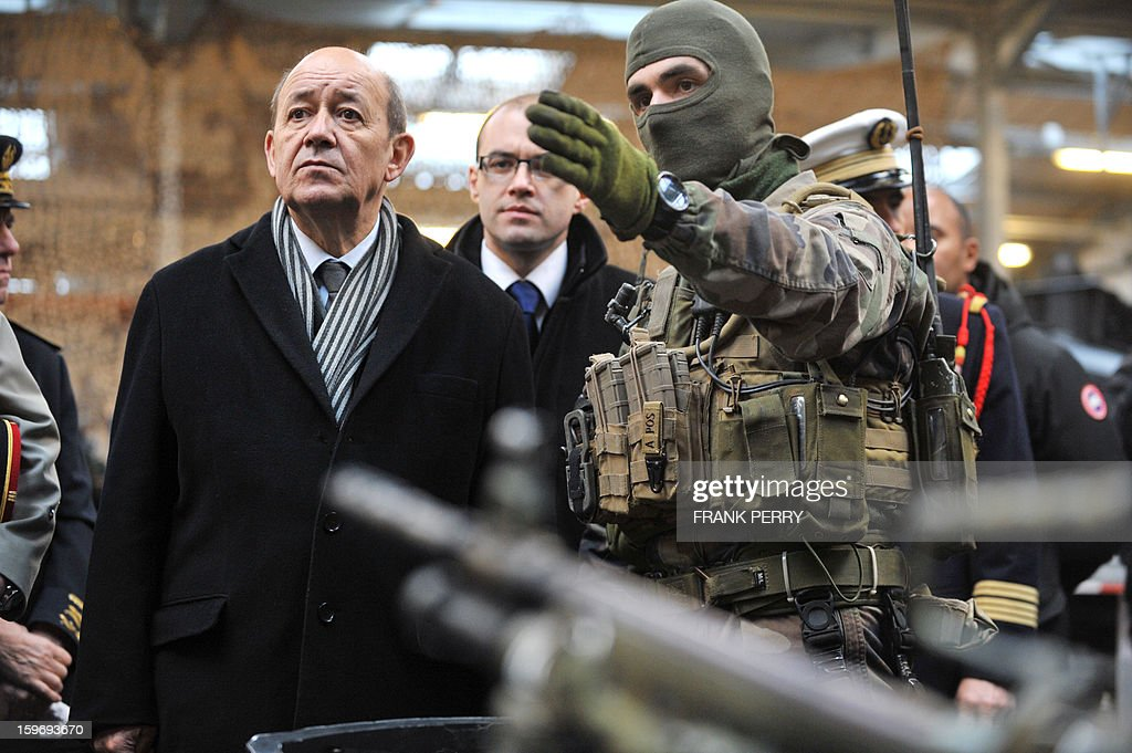 French Defence Minister Jean-Yves Le Drian (L) listens to explanations from a member of the French special forces (R) during his visit to a sniper commando base on January 18, 2013 in the northwestern French town of Lanester.