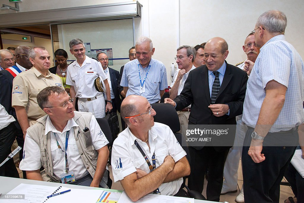French Defence Minister Jean-Yves Le Drian (2nd R) visits the PC Uranus at the European space centre of Kourou, French Guiana, on November 30, 2012, as part of a three-day visit. AFP PHOTO JODY AMIET